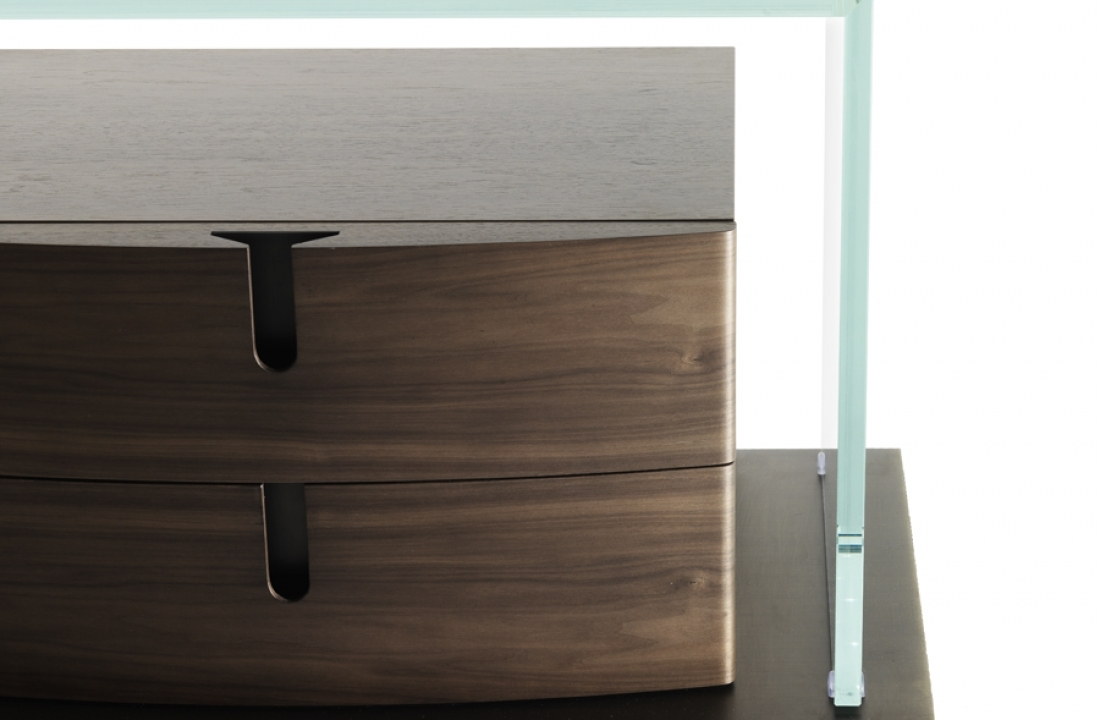 Dressers from Bellavista Collection: As Elegant as the Ladies They're Made for